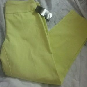 Attyre Yellow Ankle Pants NWT